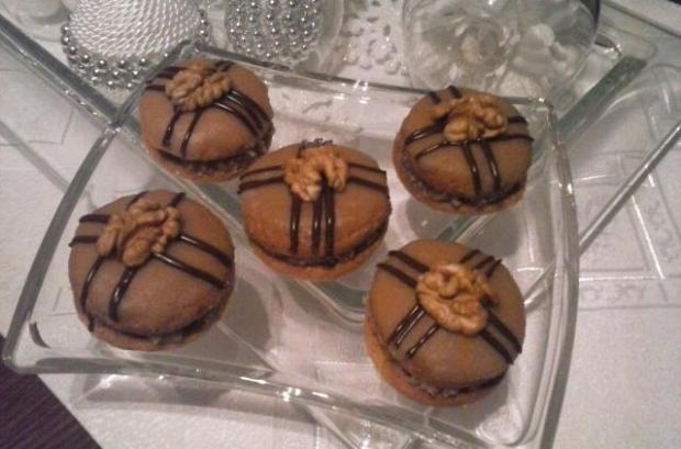 Medové tortičky s orechovou plnkou - recept