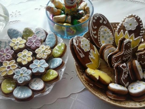 Orechové linecké kvietky, vajíčka plnené čokoládou - recept