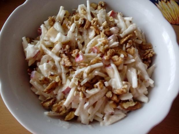 Zelerový šalát s jablkom a orechami - recept