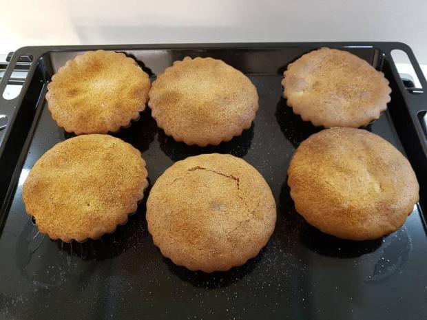 Orechový koláčik so sušenými slivkami | Recept | Fabio C