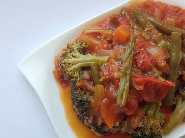 Brokolica s fazuľkou v paradajkovej omáčke - recept