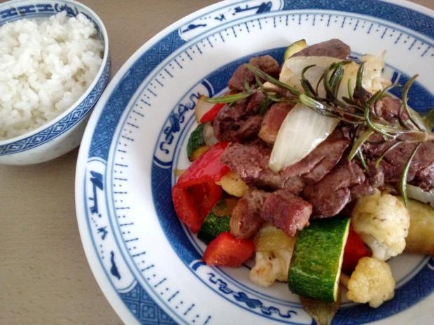 Pikantné kuracie pečene s opekanou zeleninou