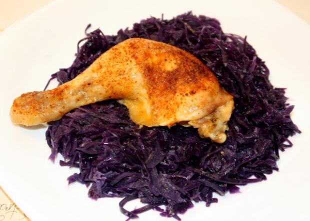 Pečené kurča s červenou kapustou