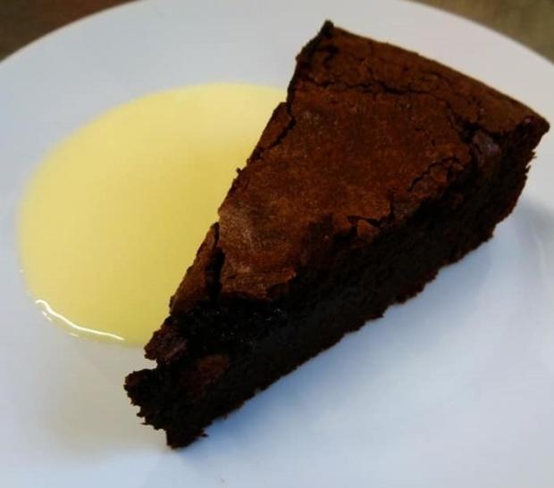 Čoko arašidová torta (bez múky) s vanilkovým šodó - recept