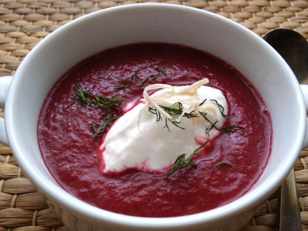 Cviklová polievka s chrenom    recept