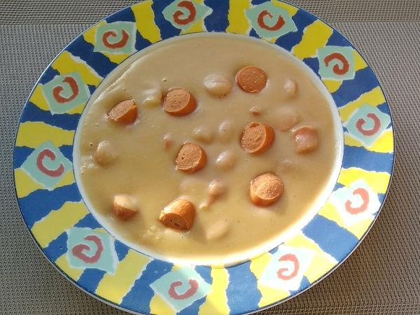 Fazuľová polievka s párkom - recept
