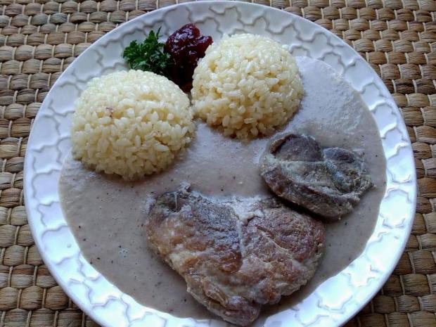 Bravčové pliecko v hlivovobrusnicovej omáčke - recept