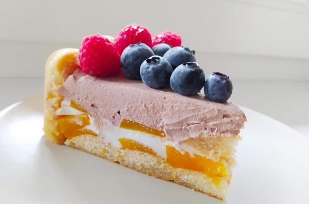 Nepečená jogurtová torta s ovocím - recept
