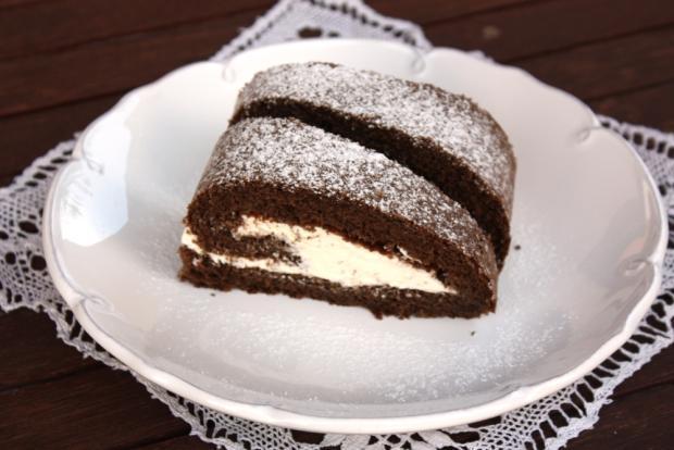 Karobová roláda so smotanovým krémom - recept