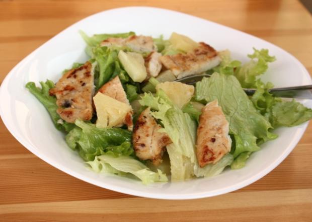 Šalát s ananásom a kuracím mäsom - recept