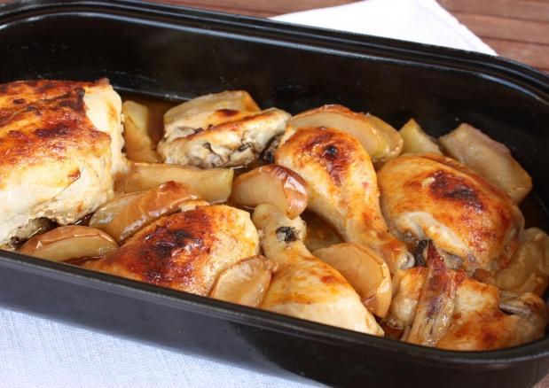 Pečené kurča s jablkami