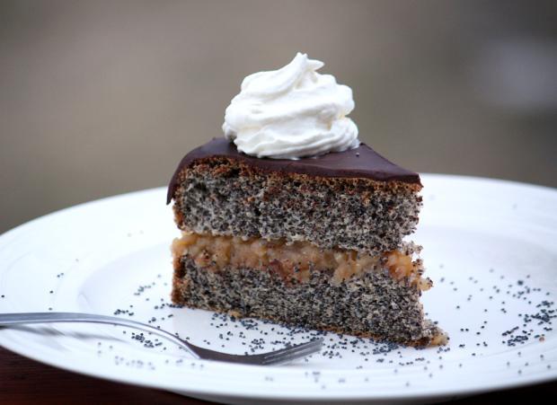 Maková torta s jablkovou náplňou - recept