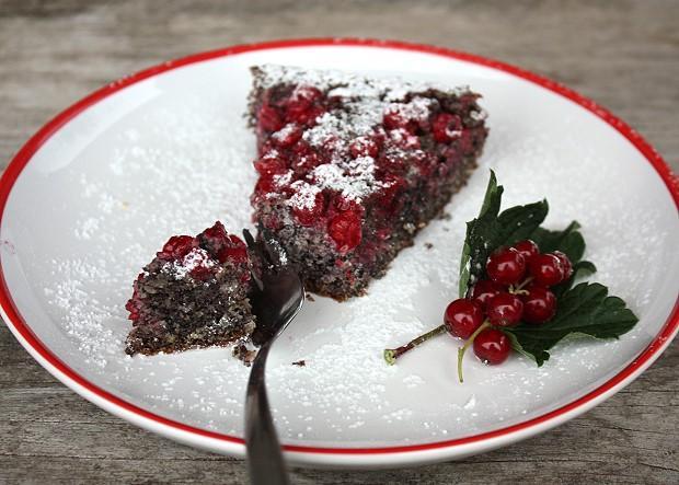 Makovo - orechový koláč s ríbezľami bez múky