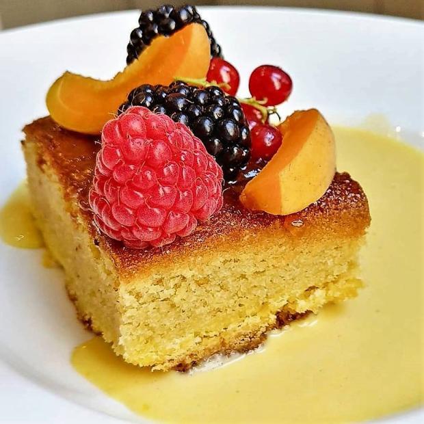 Mandľový koláč s citrónovou omáčkou - recept