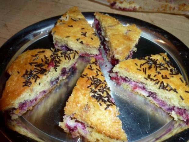 Nadýchaná piškóta s lesným ovocím  - recept
