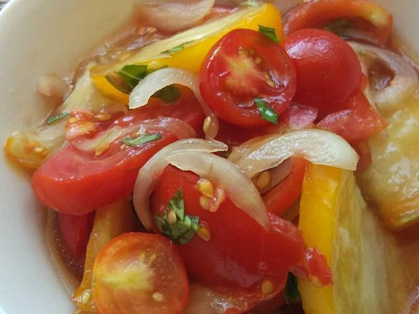 Obyčajný paradajkový šalát - recept