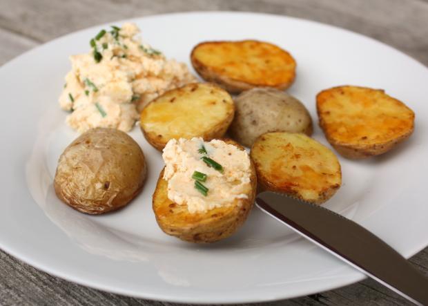 Pečené zemiaky s bryndzovou pomazánkou - recept
