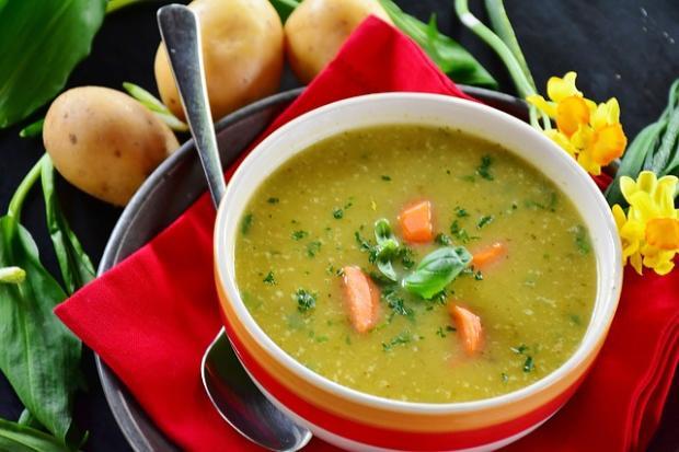 Farebná zemiaková polievka