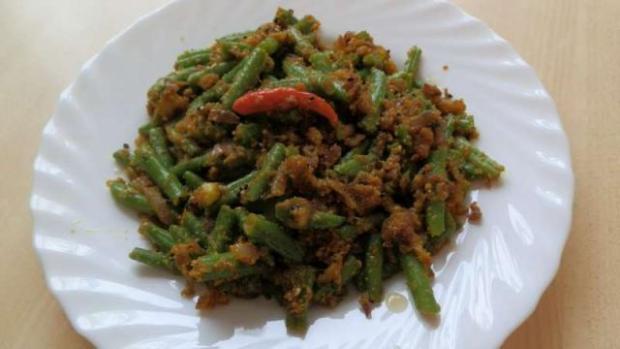 Fazuľové struky so sezamom a kurkumou. - recept