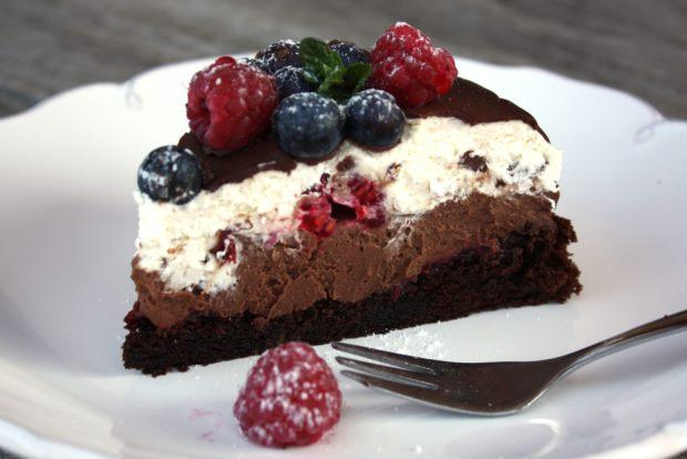 Čokoládová torta s mascarpone a ovocím