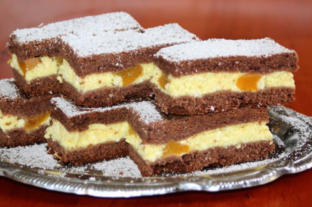 Krehký tvarohový koláč s broskyňami