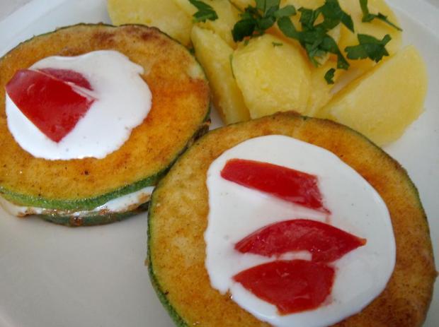 Cuketové kolieska s mozzarellou a rajčinou - recept