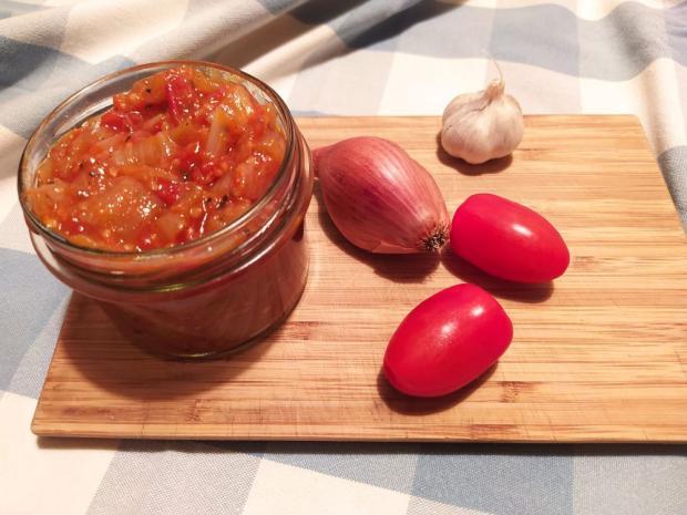 Paradajkové čatní s karamelizovanou cibuľou - recept
