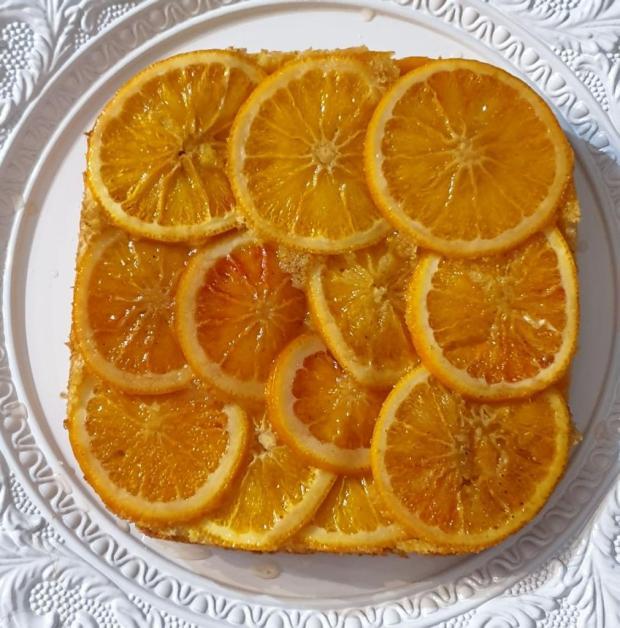 Pomarančovo kardamonový upside down s olivovým piškótom - recept