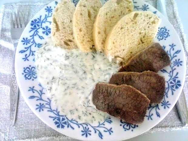 Kôprová omáčka s hovädzím mäsom a knedľou   Recept