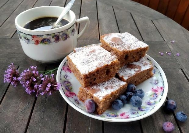 Hrnčekový koláč s cuketou - recept