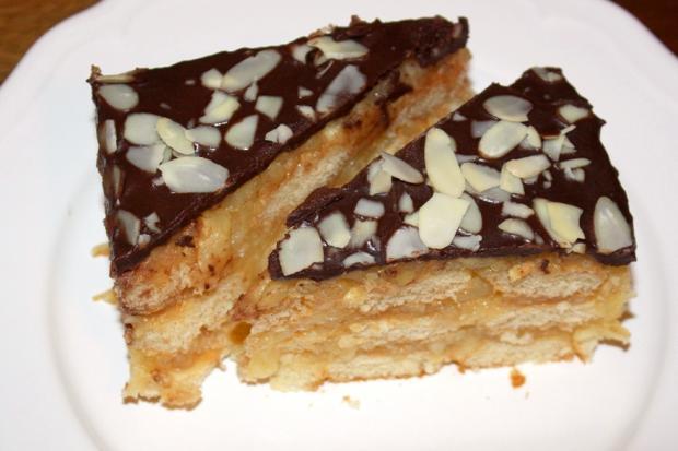 Nepečený jablkový koláč s piškótami - recept