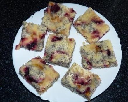 Makový koláč so slivkami - recept