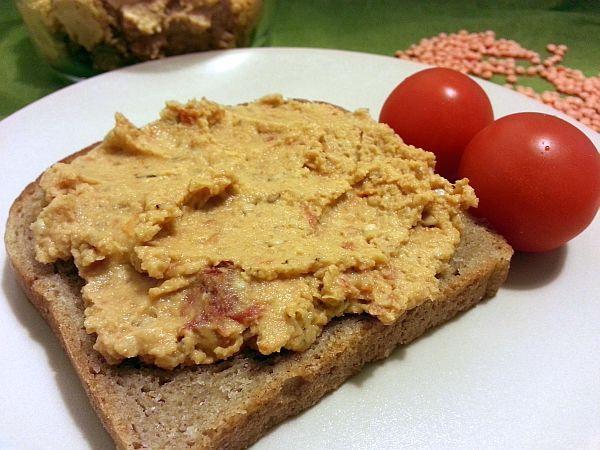 Nátierka z červenej šošovice so sušenými paradajkami - recept