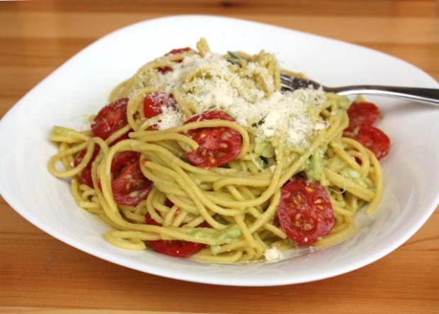 Špagety s pastou z avokáda | Recept