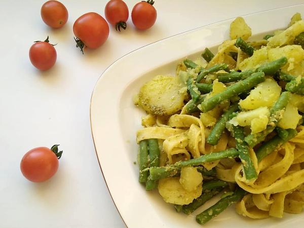Široké rezance so zemiakmi a zelenou fazuľkou