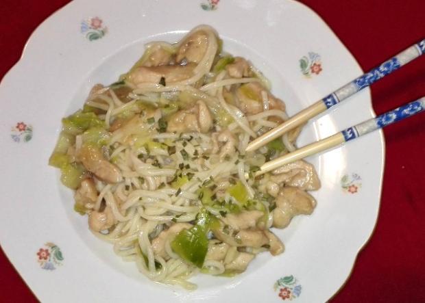 Vietnamské vyprážané rezance s kuracím mäsom - recept