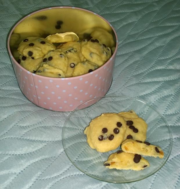 Tvarohové cookies s kúskami čokolády... - recept