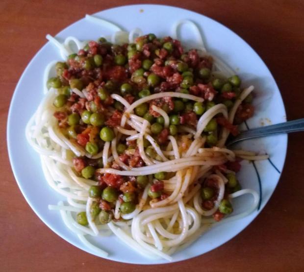 Špagety s hráškovou omáčkou | Recept