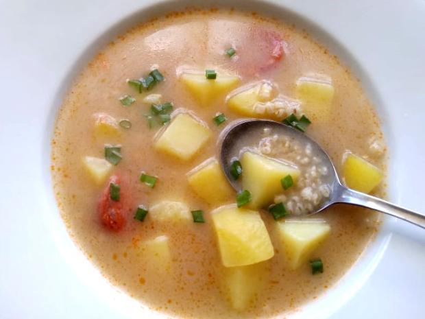 Zemiaková polievka s krúpmi a klobásou. - recept
